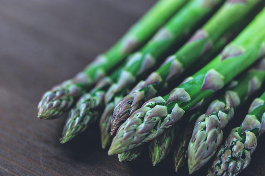 Quelle est la différence entre l'asperge des bois et l'asperge sauvage ?